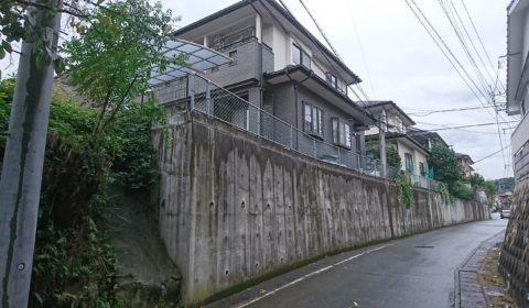 高い擁壁のあるお宅